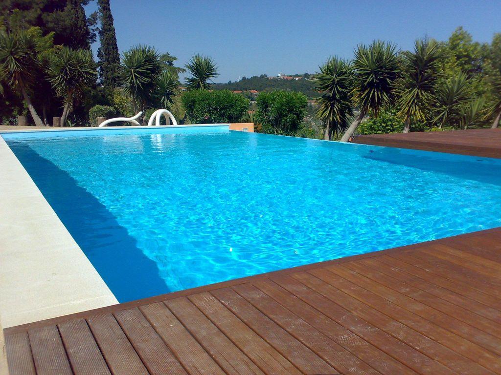 Como tratar as piscinas no outono poolset for Piscina villalba
